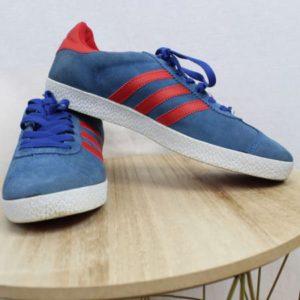 baskets bleues et rouges adidas frip in shop